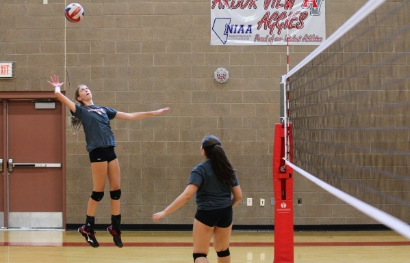 Arbor View outside hitter Sarah Goddard, left, returns the ball during volleyball practice in Las Vegas on Tuesday, Sept. 15, 2015. Chase Stevens/Las Vegas Review-Journal Follow @csstevensphoto