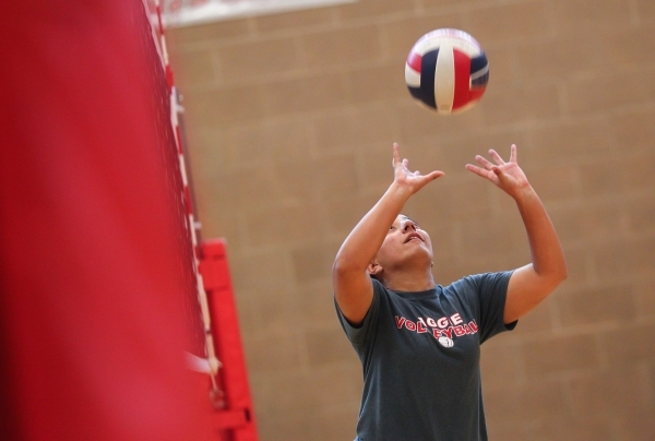 Arbor View libero Alyssa Jeeves sets the ball during volleyball practice in Las Vegas on Tuesday, Sept. 15, 2015. Chase Stevens/Las Vegas Review-Journal Follow @csstevensphoto
