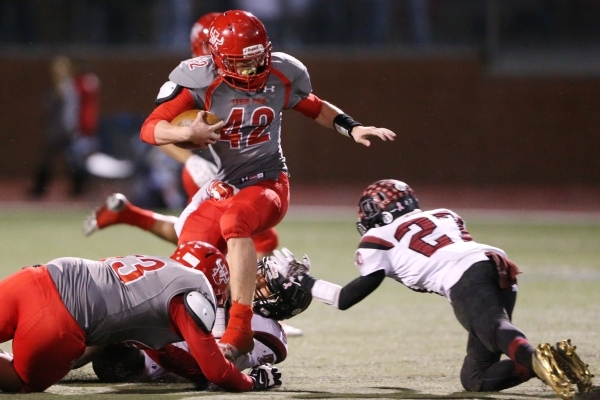 Arbor View's Andrew Wagner (42) runs the ball against Desert Oasis in the Sunset Regional semifinal game at Arbor View in Las Vegas Friday, Nov. 13, 2015. Arbor View won 28-14. Erik Verduzco ...