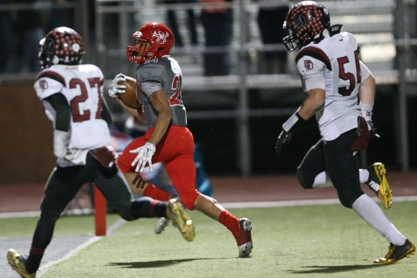 Arbor View's Curtis Jones (24) runs the ball for a touchdown against Desert Oasis in the Sunset Regional semifinal game at Arbor View in Las Vegas Friday, Nov. 13, 2015. Arbor View won 28-14 ...