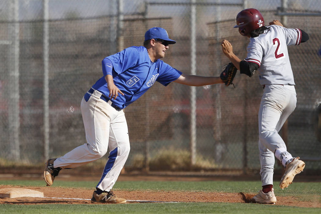 Sierra Vista's Daymien Yohner (5) tags out Desert Oasis's Andrew Martinez (2) during the third inning of a high school baseball game against Desert Oasis at Sierra Vista High School on Thursday, M ...