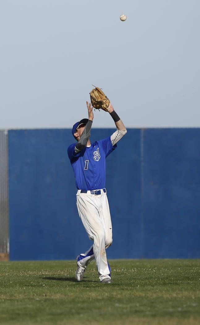 Sierra Vista's Cody Culpepper (1) catches a fly ball during the fifth inning of a high school baseball game against Desert Oasis at Sierra Vista High School on Thursday, March 16, 2017, in Las Veg ...