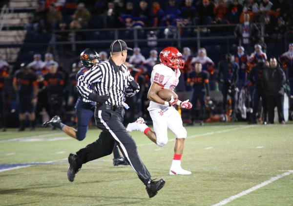 Arbor View running back Jacob Speaks outruns a Bishop Gorman defender during the second quarter of Friday's Sunset Region semifinal. Speaks had eight carries for 96 yards and a touchdown, but Gorm ...