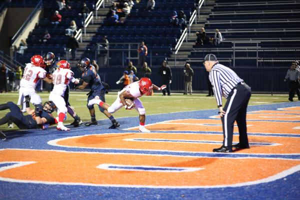 Arbor View running back Jacob Speaks (28) runs for a touchdown during the second quarter on Friday. Bishop Gorman topped the Aggies 52-7 in the Sunset Region semifinals.