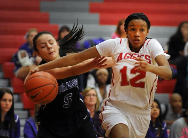 Arbor View's Ariona Gill (12) breaks free from Durango's Jazmin Chavez on Tuesday.