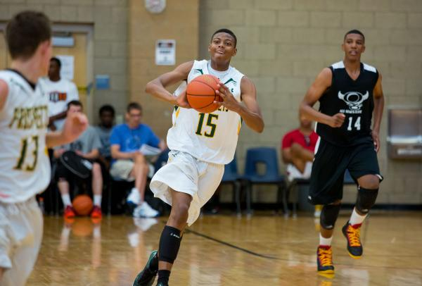 Ray Smith, a junior-to-be at Las Vegas High, makes an outlet pass during the Las Vegas Prospects 16's 59-51 victory over the Orlando, Fla.-based Q6 All-Stars Elite in the Las Vegas Fab 48 tourname ...