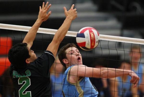 Foothill's Taeg Williams, right, looks over his shoulder as Palo Verde's Zac Pacleb misses a block attempt