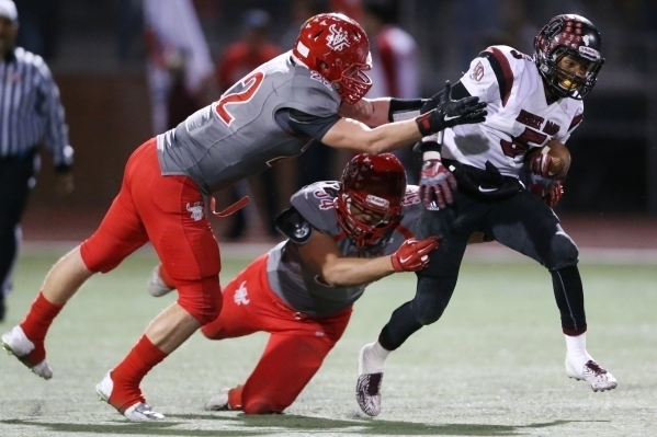 Desert Oasis' Brannon Flowers (5) is tackled by Arbor View's defense in the Sunset Region semifinals at Arbor View on Firday, Nov. 13, 2015. Arbor View won, 28-14. Erik Verduzco/Las Vegas Review-J ...