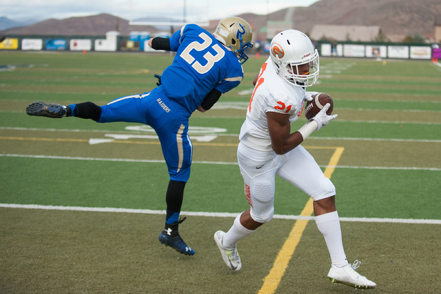 Bishop Gorman's Cordell Broadus (21) catches a touchdown pass against Reed's Porter Hansen (23) during the first half of the Division I championship game in Reno. The son of rapper Snoop Dogg, Bro ...