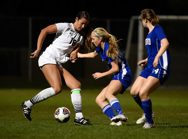 Palo Verde's Jadyn Nogues (18) dribbles the ball against Reno's Shelby Shaffer and Ceilidh Douglas during a girls state soccer semifinal game at the Bettye Wilson Soccer Complex Friday, Nov. 11, 2 ...