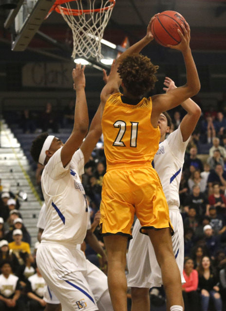 Clark's Jalen Hill (21) dunks during the first half of a Class 4A Sunset Region championship boys basketball game on Saturday, Feb. 18, 2017, in North Las Vegas. (Christian K. Lee/Las Vegas Review ...