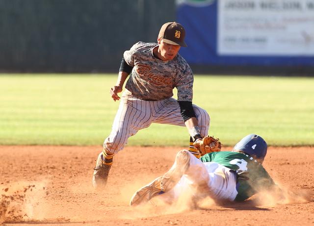 Bonanza's Cruz Nevarez (2) tags out Green Valley's Keaton Smith (4) at second base on Friday. (Chase Stevens/Las Vegas Review-Journal)