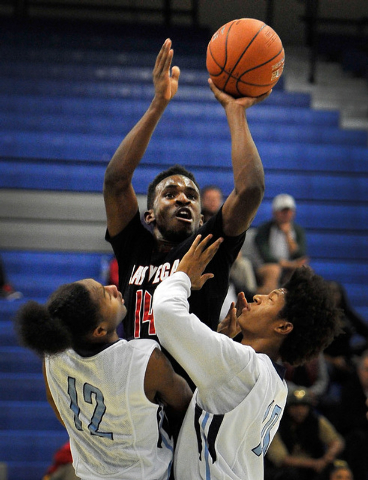 Las Vegas' Deshawn Weathers, center, shoots over  Canyon Springs' Maurice Hunter (12) and Zaahid Muhammad on Monday. Las Vegas won, 80-62. (David Becker/Las Vegas Review-Journal)