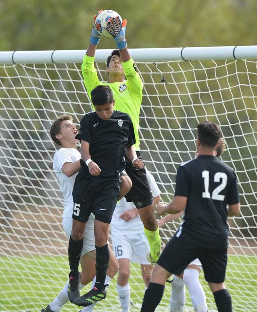 Coronado goalie Harrison Skinner (1) stops a corner kick during the boys Class 4A State Championship at Bettye Wilson Soccer Complex in Las Vegas on Saturday, Nov. 12, 2016. Brett Le Blanc/Las Veg ...