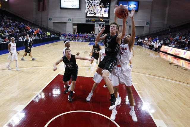 Palo Verde forward Grant Dressler is defended by Bishop Gorman center Chase Jeter during their Division I state championship game Friday, Feb. 27, 2015, at the Orleans Arena.  (Sam Morris/Las Vega ...