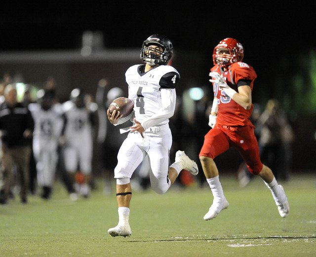 Palo Verde running back Darrion Finn (4) returns an Arbor View kickoff 91 yards for a touchdown on Friday. The return gave Palo Vede a 7-3 lead, but Arbor View won 24-7. (Josh Holmberg/Las Vegas R ...