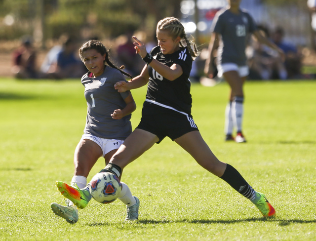 Palo Verde's Macee Barlow (16) controls the ball against Arbor View's Sierra Vicente during the Sunset Region girls soccer championship game at Bettye Wilson Soccer Complex in Las Vegas on Saturda ...