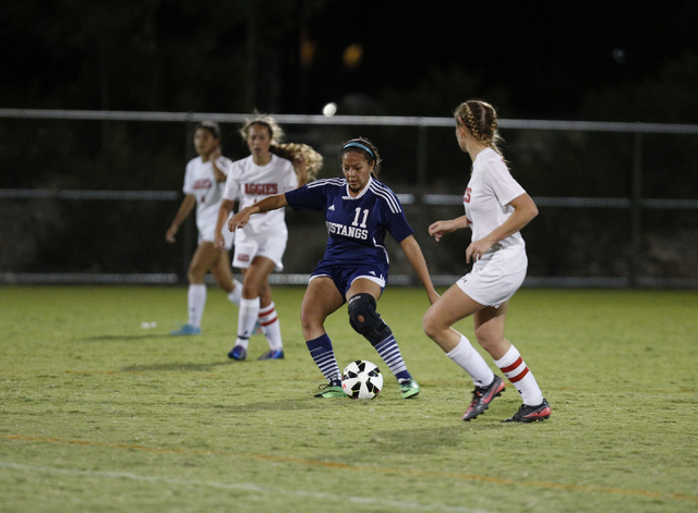 Shadow Ridge's Crystal Adame (11) moves the ball down the field during the Sunset Region semifinals against Arbor View on Thursday. (Donavon Lockett/Las Vegas Review-Journal)