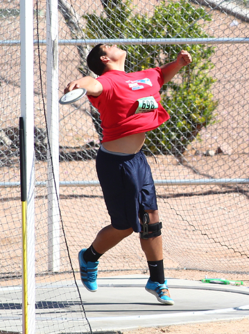 Liberty's Reno Tu'ufuli competes in the Sunrise Region boys discus on Saturday. Tu'ufuli set a meet record with a throw of 183 feet, 4 inches. (Chase Stevens/Las Vegas Review-Journal)
