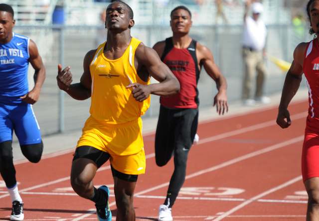 Bonanza's Jayveon Taylor, center, competes in the 100-meter dash at the Sunset Region meet on Saturday. Taylor won the event in 10.64 seconds. (Erik Verduzco/Las Vegas Review-Journal)