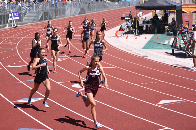 Girls compete in the 1600-meter run at the Sunset Region meet held at Del Sol High School in Las Vegas on Saturday, May 14, 2016. Martin S. Fuentes/Las Vegas Review-Journal