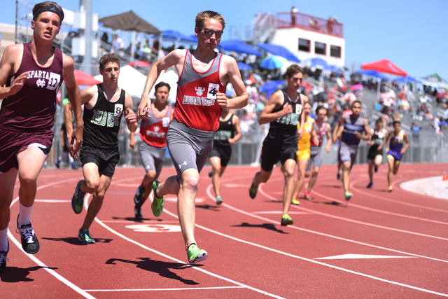 Boys compete in the 1600-meter run at the Sunset Region meet held at Del Sol High School in Las Vegas on Saturday, May 14, 2016. Martin S. Fuentes/Las Vegas Review-Journal