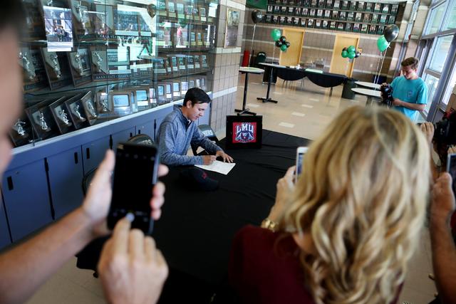 Palo Verde senior Cameron Meeks signs his paperwork for playing golf at Loyola Marymount University, Wednesday, Nov. 9, 2016, at Palo Verde High School in Las Vegas. Elizabeth Page Brumley/Las Veg ...