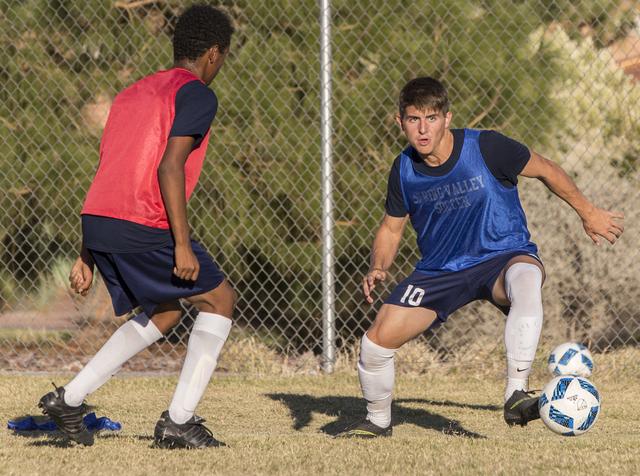 Spring Valley soccer player David Van Hoose (10) makes a run during practice on Wednesday, Nov. 9, 2016, at Spring Valley High School, in Las Vegas. Benjamin Hager/Las Vegas Review-Journal