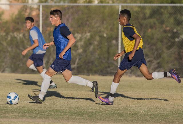 Spring Valley soccer player David Van Hoose, center, sprints past a defenders during practice on Wednesday, Nov. 9, 2016, at Spring Valley High School, in Las Vegas. Benjamin Hager/Las Vegas Revie ...