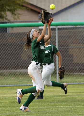 Green Valley's Maggie Manwarren (2) makes a running catch against Silverado on Friday. The Skyhwks beat the Gators, 4-2. (Jason Bean/Las Vegas Review-Journal)