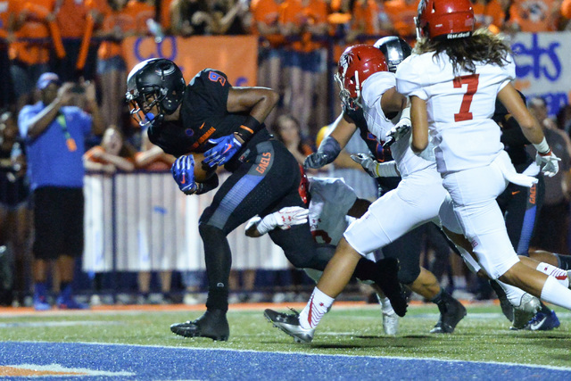 Bishop Gorman wide receiver Brevin Jordan (9) scores a touchdown during the Bishop Gorman High School Kahuku High School game at Bishop Gorman in Summerlin on Saturday, Sept. 17, 2016. Brett Le Bl ...