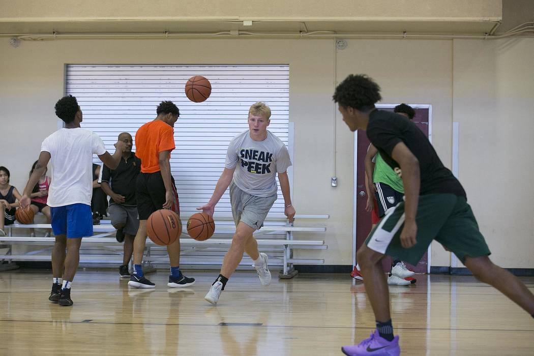 Trey Woodbury runs drills during a Vegas Elite practice in Las Vegas on Tuesday, July 25, 2017.  Bridget Bennett Las Vegas Review-Journal @bridgetkbennett