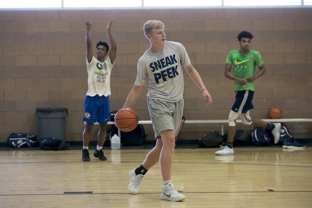 Trey Woodbury passes the ball during a Vegas Elite practice in Las Vegas on Tuesday, July 25, 2017.  Bridget Bennett Las Vegas Review-Journal @bridgetkbennett
