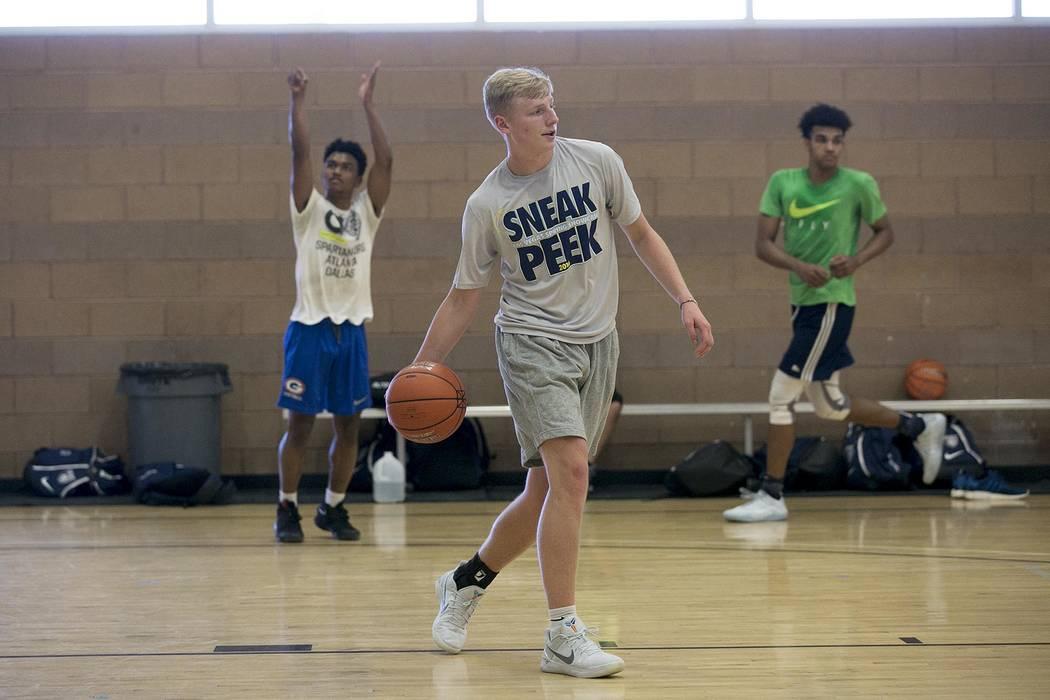 Trey Woodbury passes the ball during a Vegas Elite practice in Las Vegas on Tuesday, July 25, 2017.  Bridget Bennett Las Vegas Review-Journal @bridgetkbennett