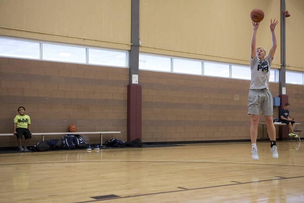 Trey Woodbury runs drills during a Vegas Elite practice in Las Vegas on Tuesday, July 25, 2017.  Bridget Bennett Las Vegas Review-Journal @bridgetkbennett
