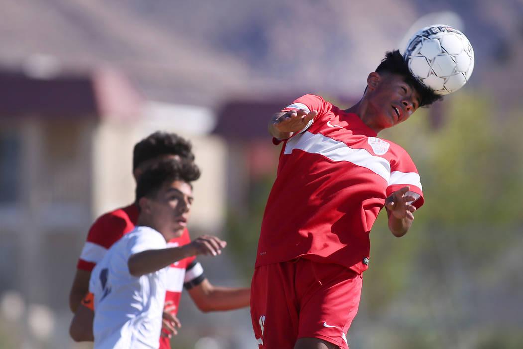Western player Mauricio Muniz (16) heads the ball at during a game against Sunrise Mountain at Sunrise Mountain High School in Las Vegas, Wednesday, Sept. 27, 2017. Sunrise Mountain won 3-0. Bridg ...