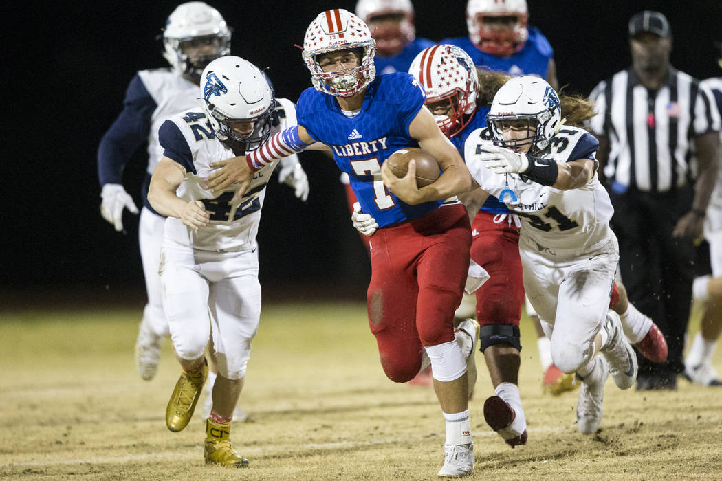 Liberty's Kenyon Oblad (7) runs the ball against Foothill in their football game at Liberty High School in Henderson, Friday, Oct. 6, 2017. Erik Verduzco Las Vegas Review-Journal @Erik_Verduzco