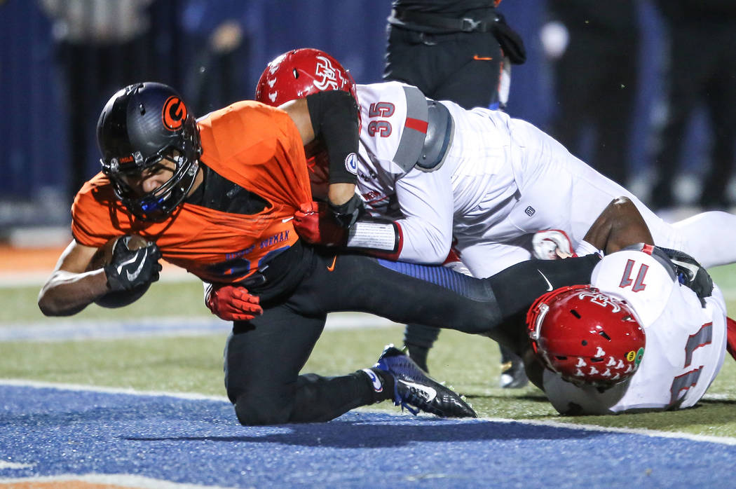 Bishop Gorman's Amod Cianelli (28), left, scores a touchdown against Arbor View during the second quarter of the Class 4A Sunset Region Title football game at Bishop Gorman High School in Las Vega ...