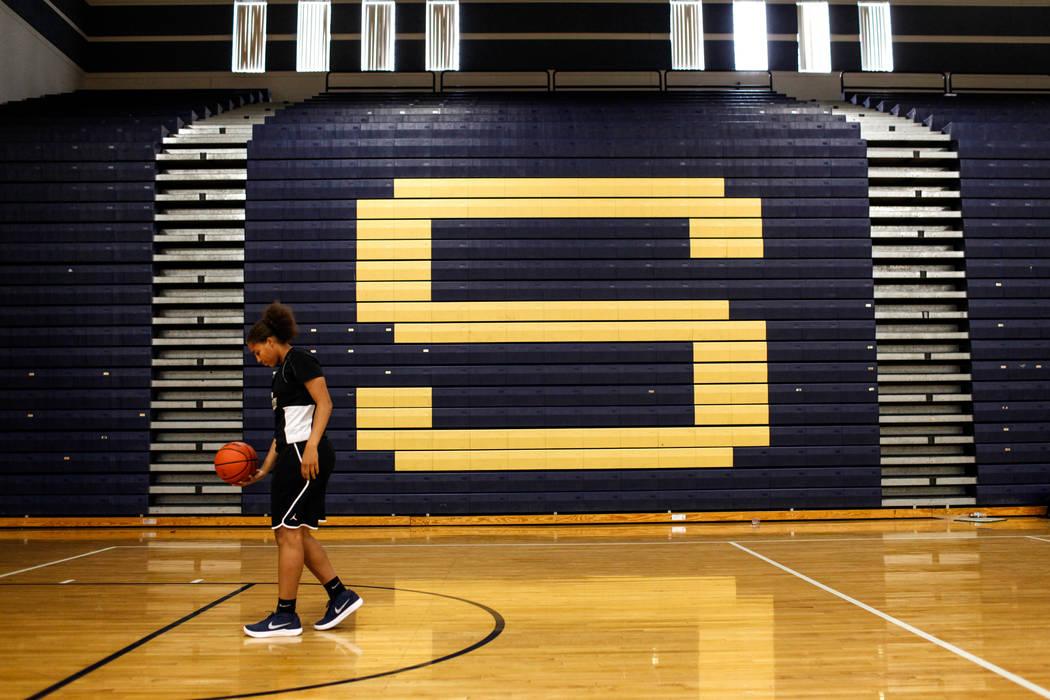 Kayla Harris (11) dribbles the ball during a basketball practice at Spring Valley High School in Las Vegas, Thursday, Nov. 16, 2017. Joel Angel Juarez Las Vegas Review-Journal @jajuarezphoto