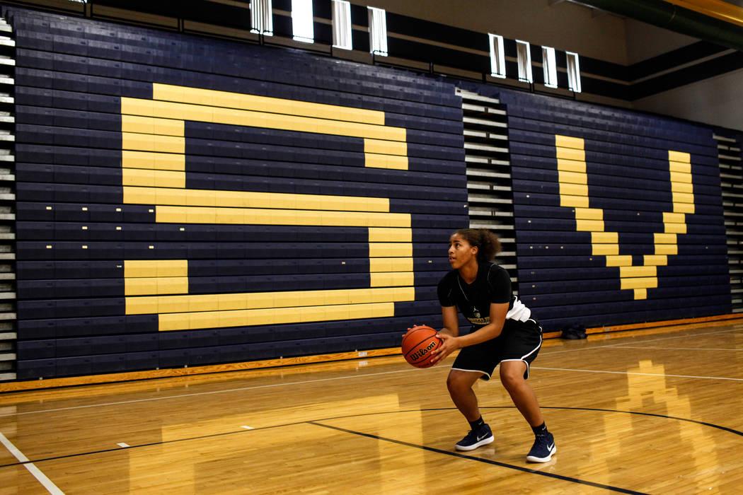 Kayla Harris (11) prepares to shoot the ball during a basketball practice at Spring Valley High School in Las Vegas, Thursday, Nov. 16, 2017. Joel Angel Juarez Las Vegas Review-Journal @jajuarezphoto