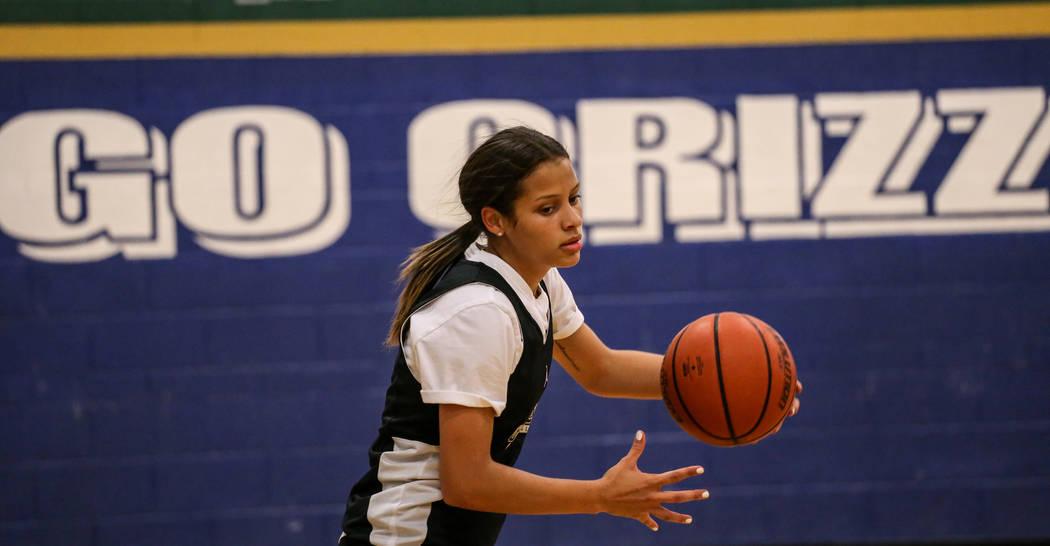 Essence Booker (3) dribbles the ball during a basketball practice at Spring Valley High School in Las Vegas, Thursday, Nov. 16, 2017. Joel Angel Juarez Las Vegas Review-Journal @jajuarezphoto