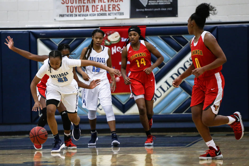 Centennial's Justice Ethridge (21) dribbles the ball up court during the first quarter of the Las Vegas Holiday Classic championship basketball game against Etiwanda at Centennial High School in L ...