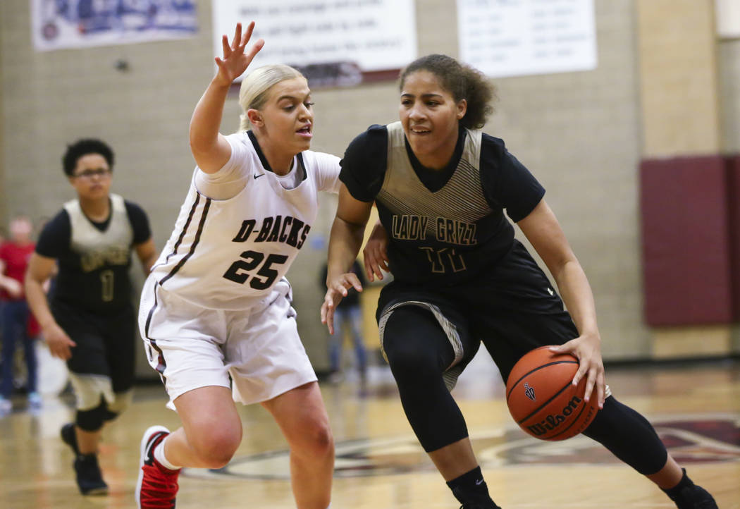 Spring Valley's Kayla Harris (11) drives against Desert Oasis' Melissa Simmons (25) during a basketball game at Desert Oasis High School in Las Vegas on Tuesday, Jan. 16, 2018. Chase Stevens Las V ...