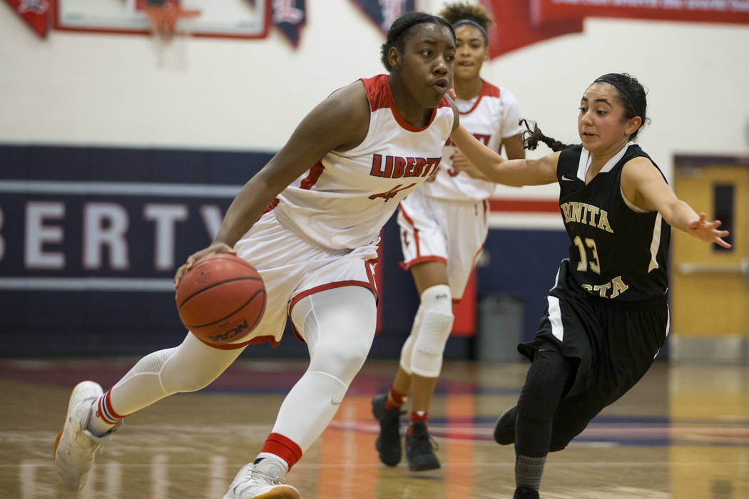 Liberty's Dre'una Edwards (44) runs the ball against Bonita Vista in the girl's basketball game at Liberty High School in Henderson, Saturday, Jan. 6, 2018. Erik Verduzco/Las Vegas Review-Journal