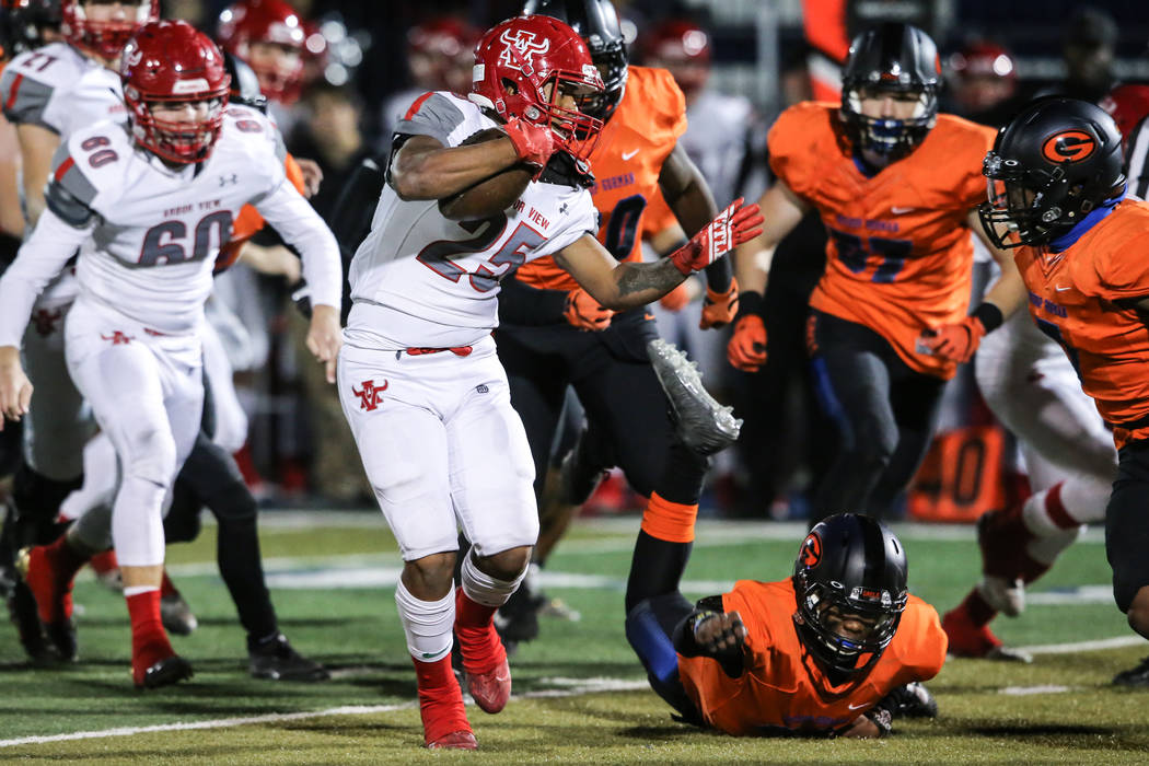 Arbor View's Kyle Graham-Robinson (25) runs the ball against Bishop Gorman during the first quarter of the Class 4A Sunset Region Title football game at Bishop Gorman High School in Las Vegas, Fri ...
