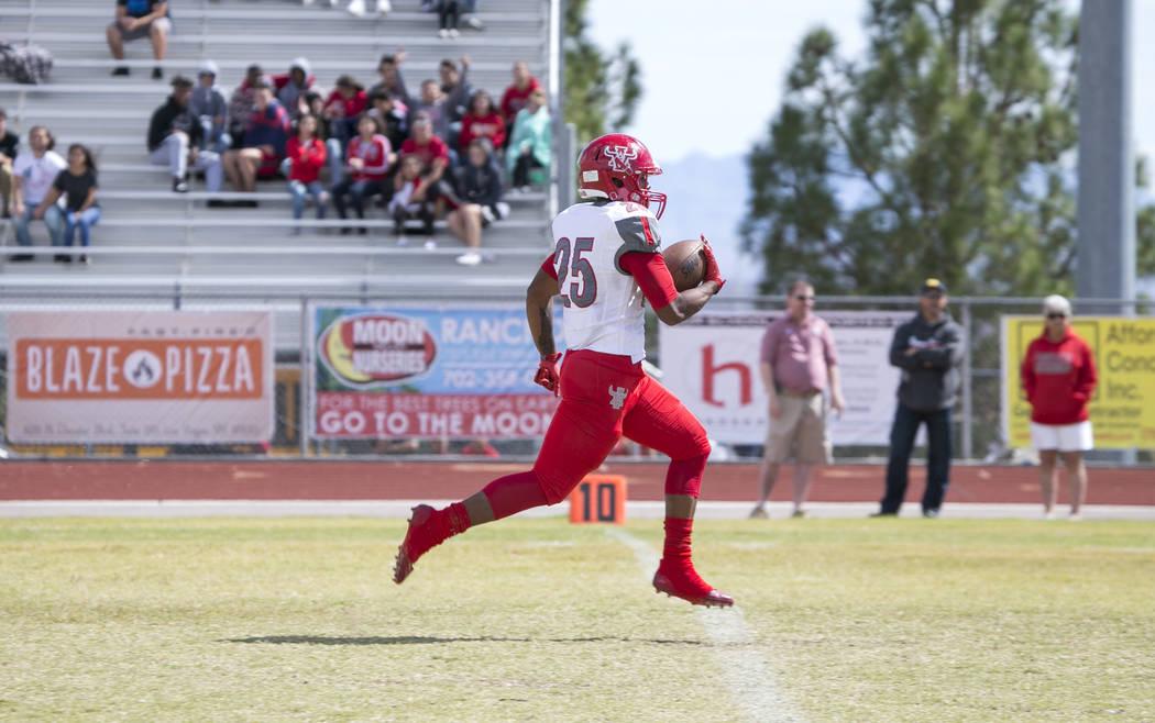 Arbor View's Kyle Graham (25) runs the ball for a touchdown against Shadow Ridge during a football game at Shadow Ridge High School on Saturday, Sept. 23, 2017, in Las Vegas. Richard Brian Las Veg ...