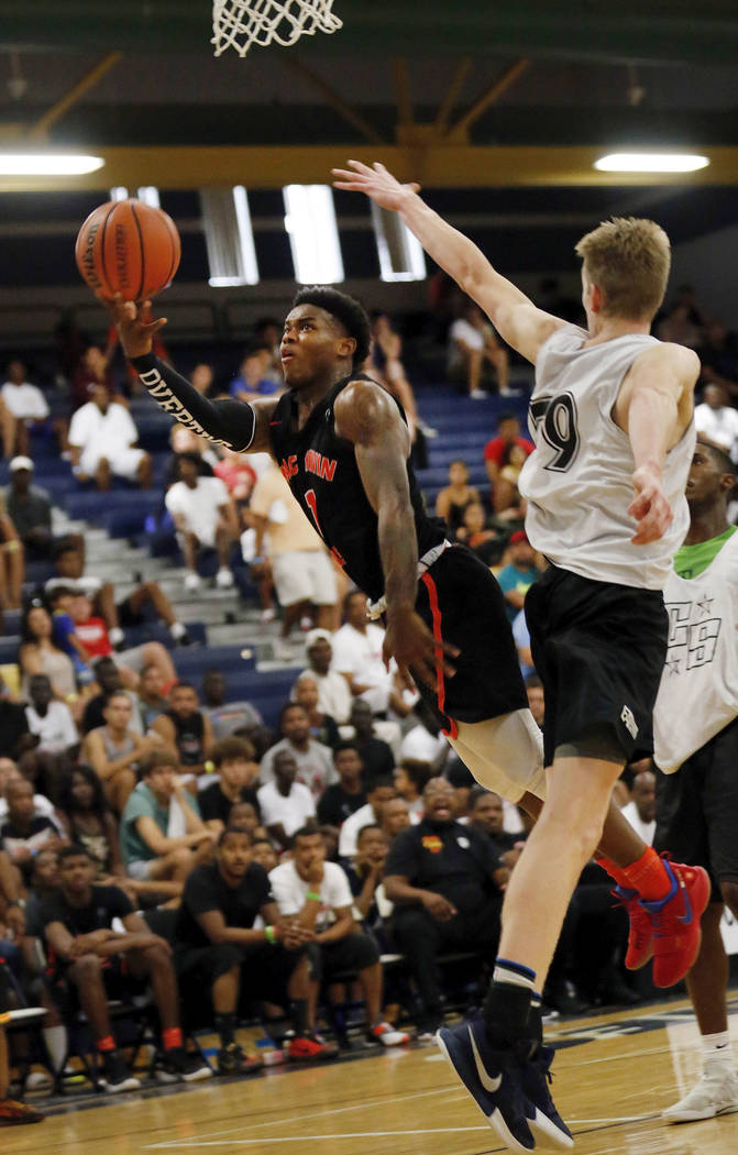 Mac Irvin Fire's Markese Jacobs (1) shoots against California Stars' James Keefe (79) during the second half of the Las Vegas Classic platinum premier championship game at Spring Valley High Schoo ...