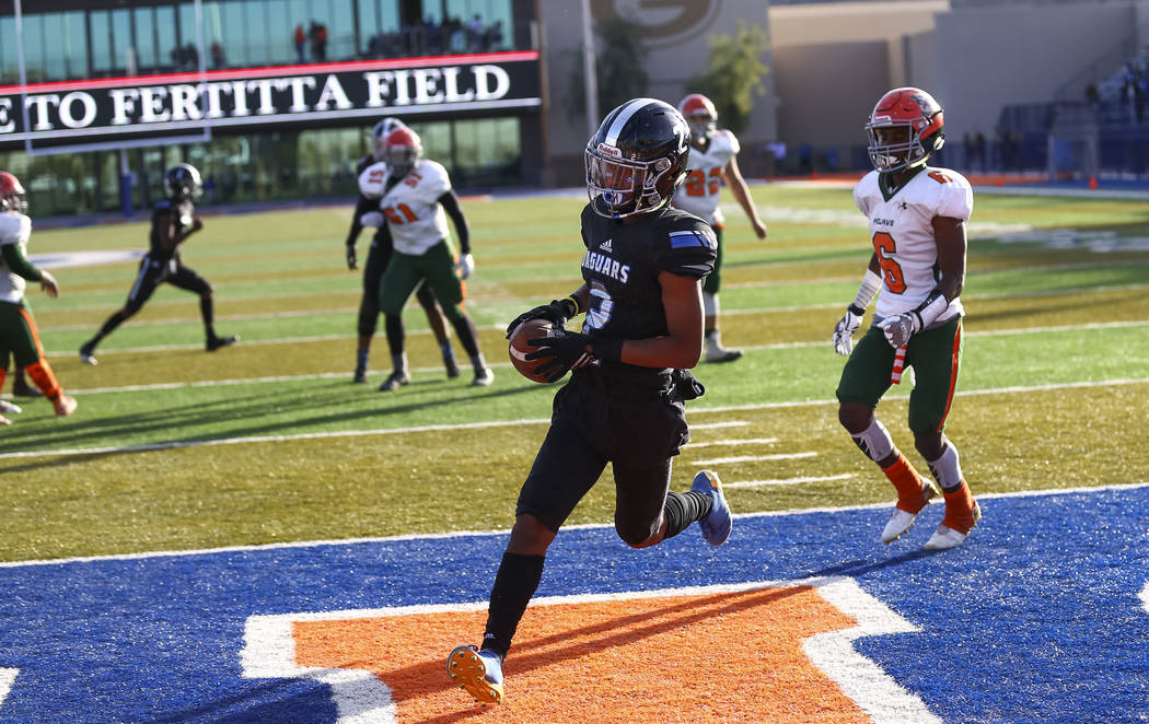 Desert Pines wide receiver Tye Moore (2) makes a catch for a touchdown against Mojave in the NIAA Class 3A state championship game at Bishop Gorman High School in Las Vegas on Saturday, Nov. 25, 2 ...