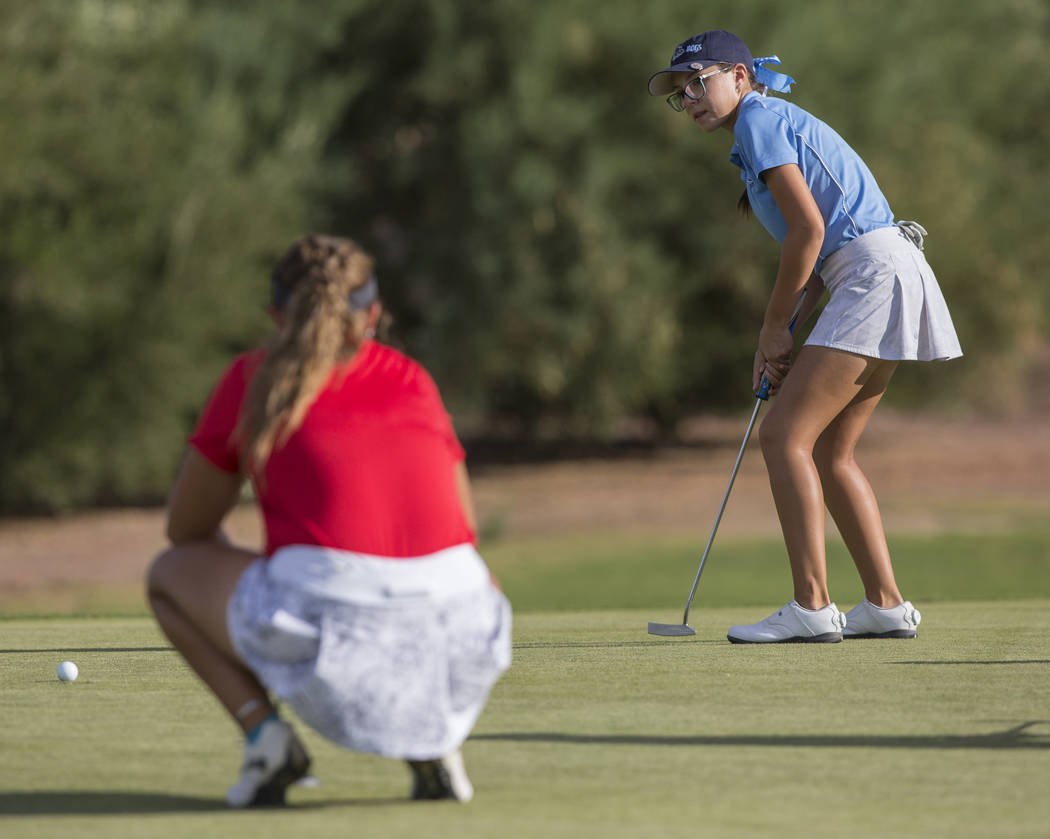 Centennial sophomore McKenzi Hall putts at Stallion Mountain Golf Club on Wednesday, Oct. 10, 2018, in Las Vegas. Benjamin Hager Las Vegas Review-Journal @benjaminhphoto