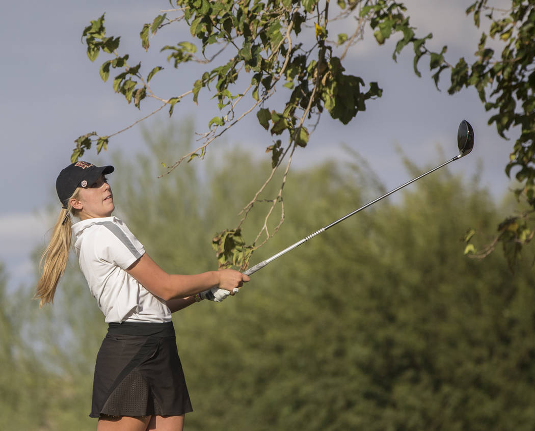 Faith Lutheran sophomore Gracie Olkowski drives the ball at Stallion Mountain Golf Club on Wednesday, Oct. 10, 2018, in Las Vegas. Benjamin Hager Las Vegas Review-Journal @benjaminhphoto